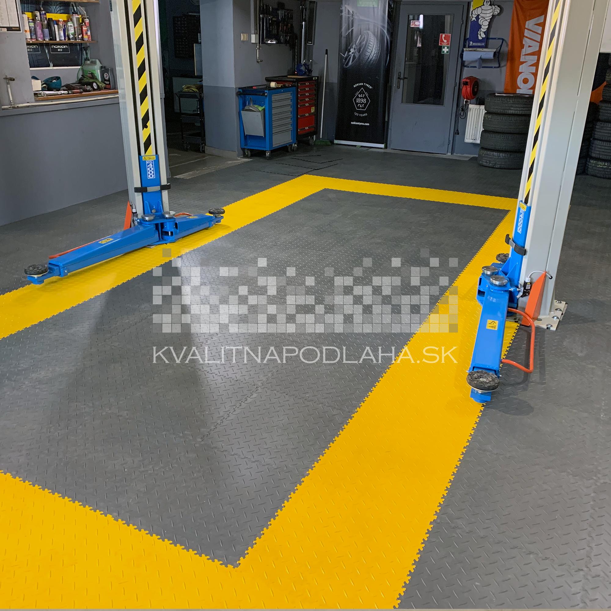 Kvalitná a odolná záťažová PVC podlaha Fortelock do auto a pneu servisu