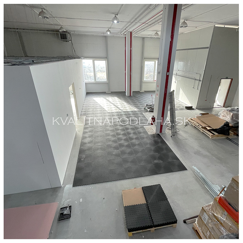 PVC podlaha Fortelock v priemyselnej hale