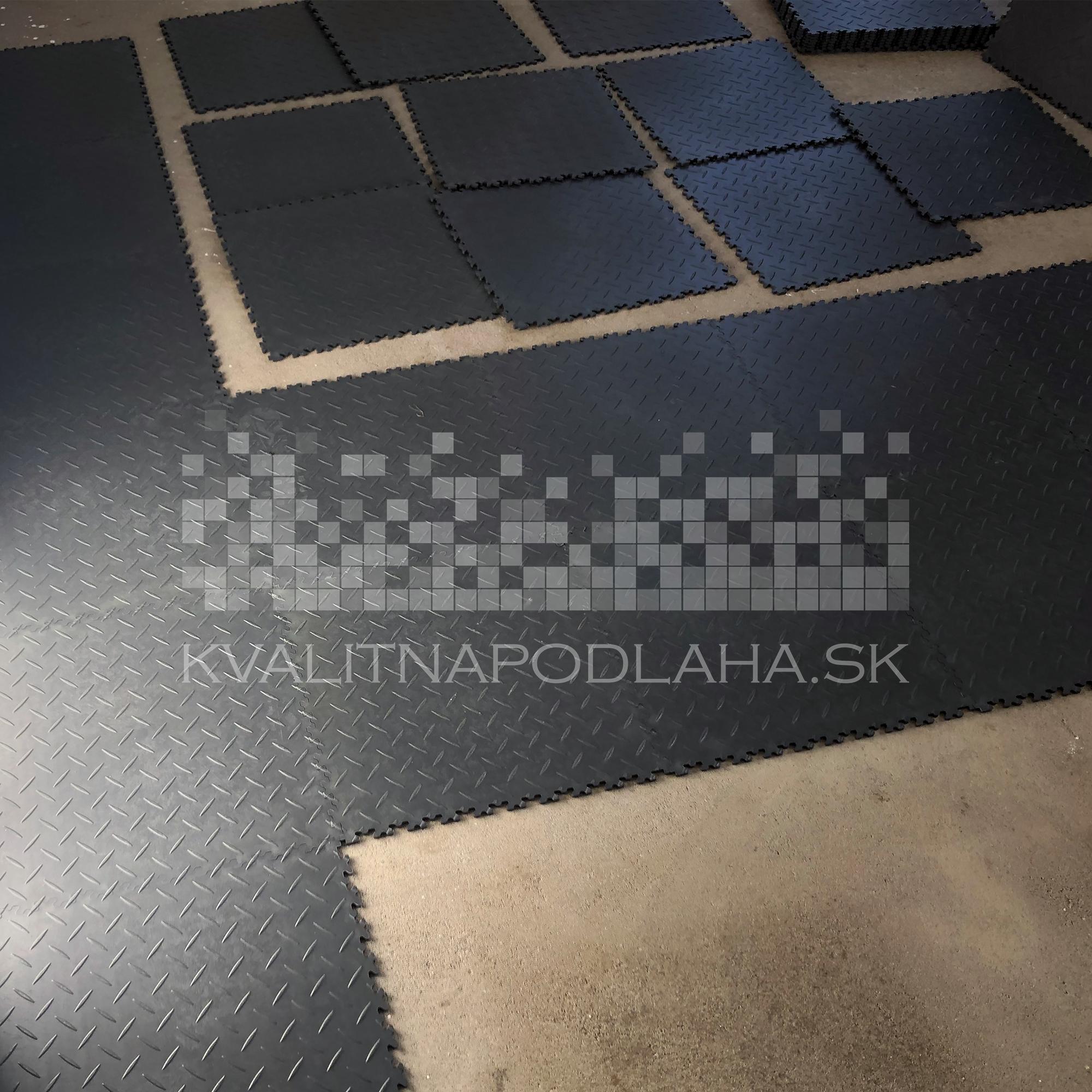 Montáž PVC podlahy Fortelock v záhradnom domčeku