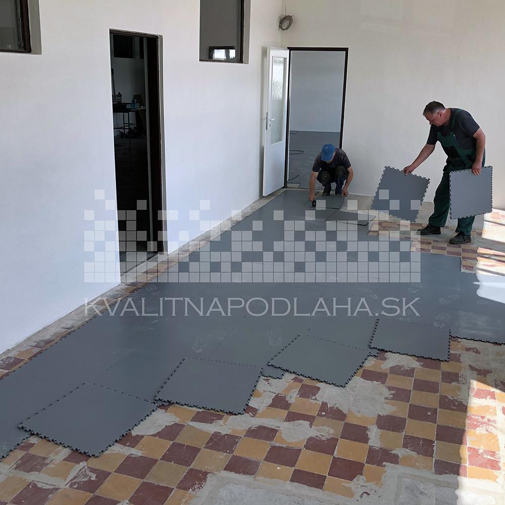 Montáž PVC dlažby v priestoroch kancelárie