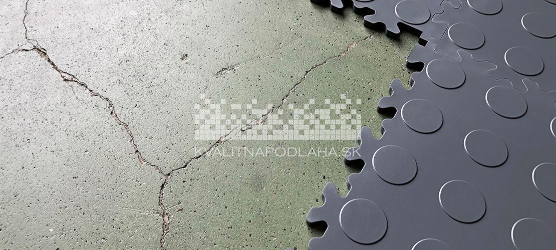 Kvalitná a odolná mobilná záťažová PVC podlaha Fortelock Industry vhodná do garáže, dielne, pivnice, posilňovne, skladu či predajne.