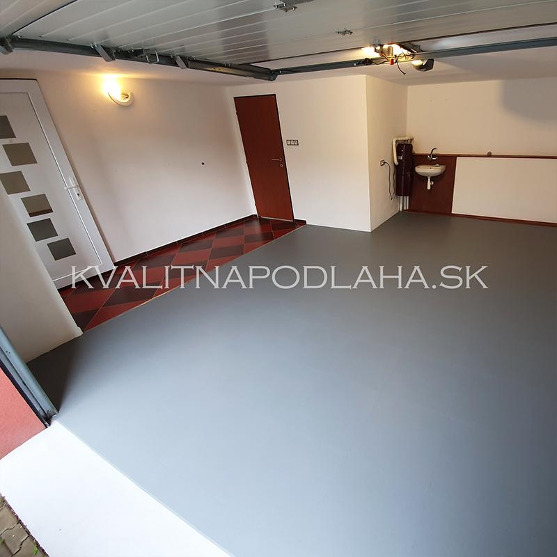 Dokončená odolná PVC podlaha Fortelock v garáži